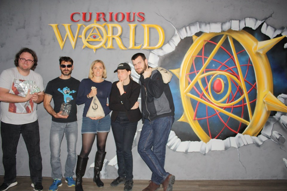 Hold Up à Las Vegas - Curious World - Photo groupe